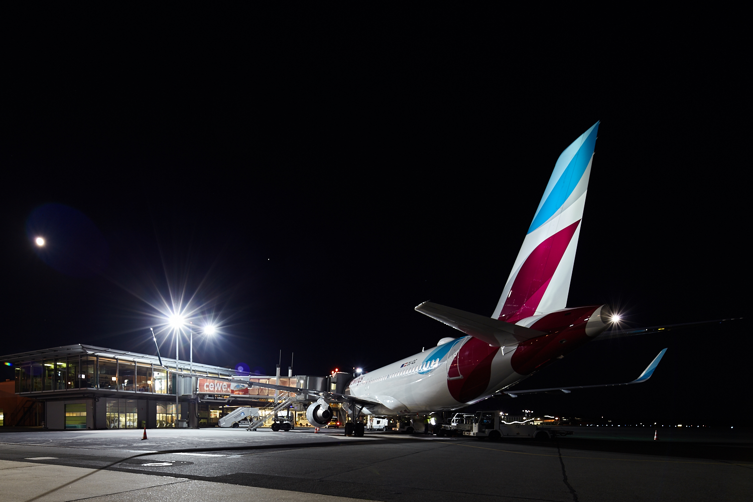 Movement area by night Eurowings